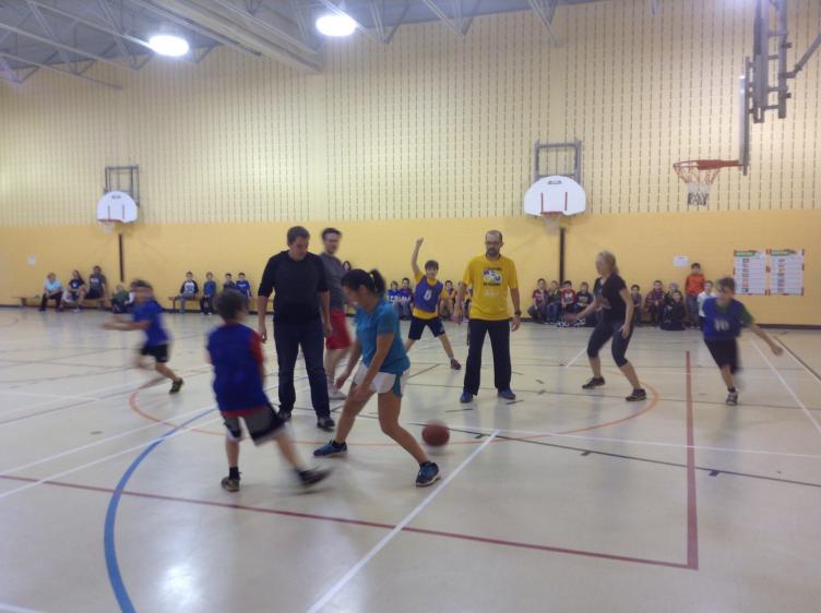 Partie de Basketball amicale élèves/enseignants